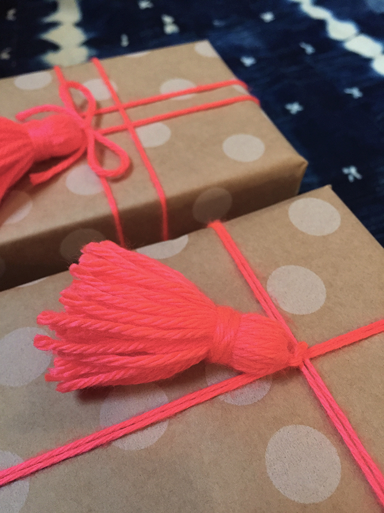 diy decorative yarn tassel