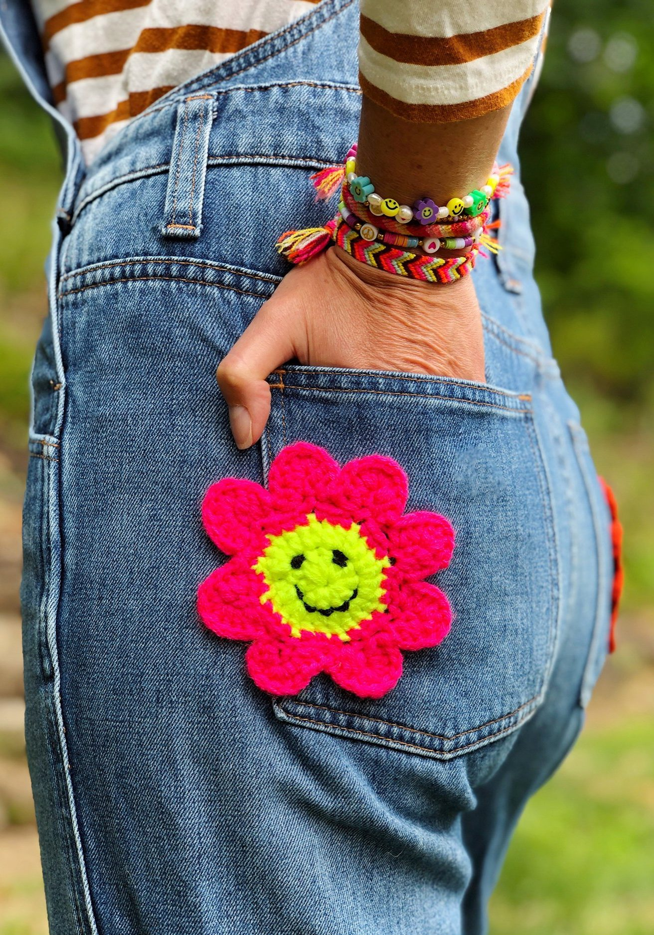 DIY Crochet Smiley Face Flower Patches - How To | The Neon Tea Party