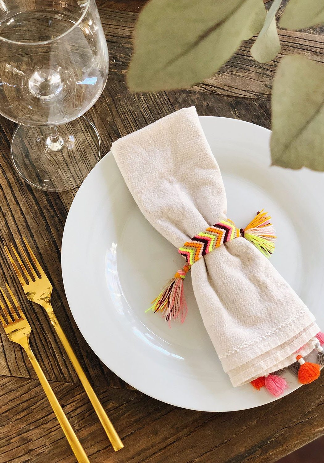 DIY Friendship Bracelet Napkin Rings Tutorial - The Neon Tea Party