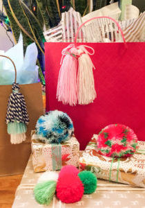 Gift_Wrapping_Pompoms_Tassels_11
