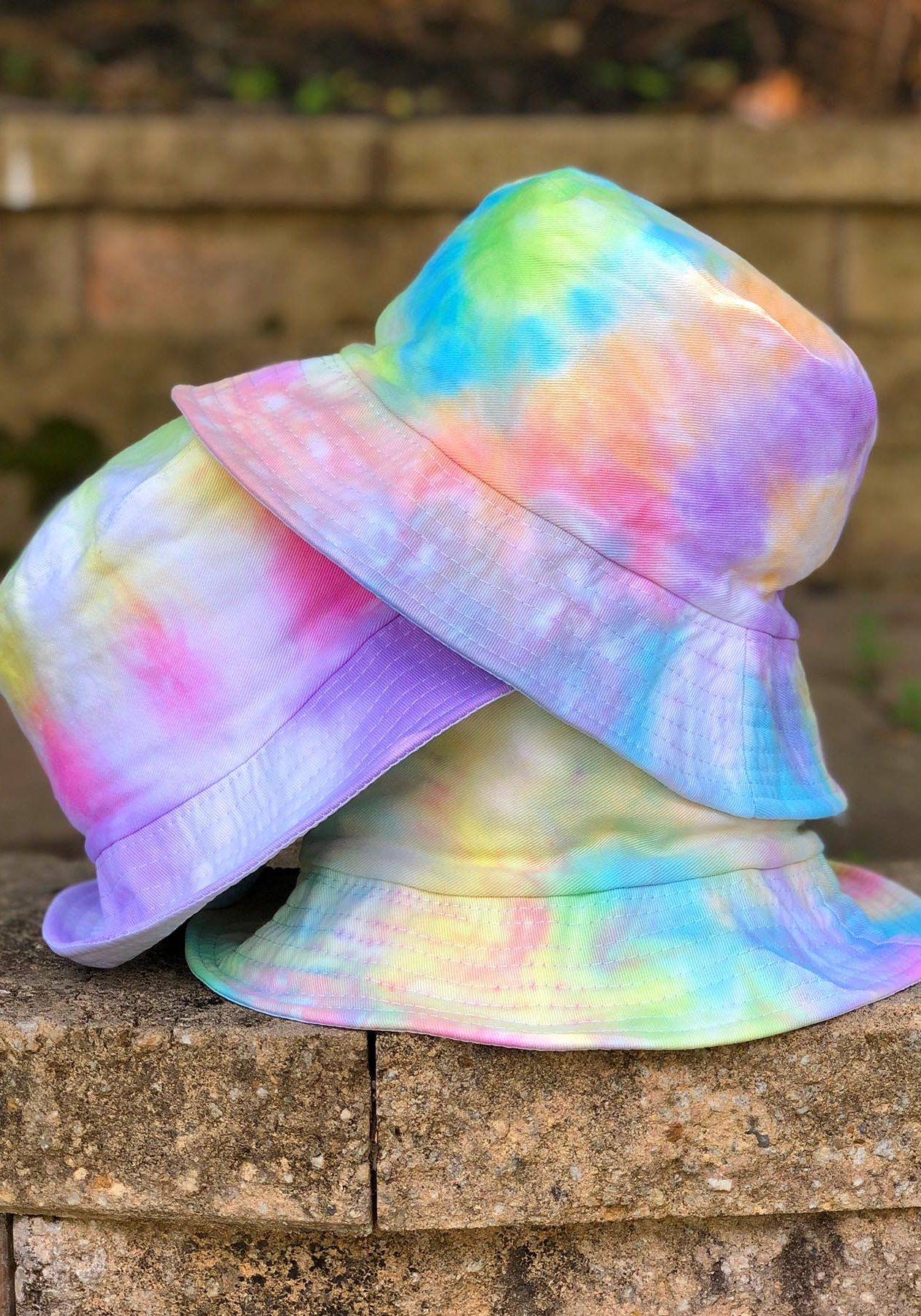 How to Tie Dye Bucket Hats - The Neon Tea Party