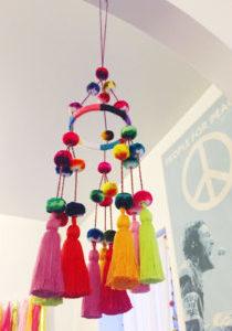 Pom pom chandelier DIY 02