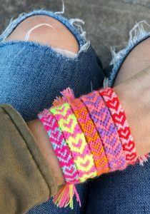 The Neon Tea Party Heart Friendship Bracelet DIY 02